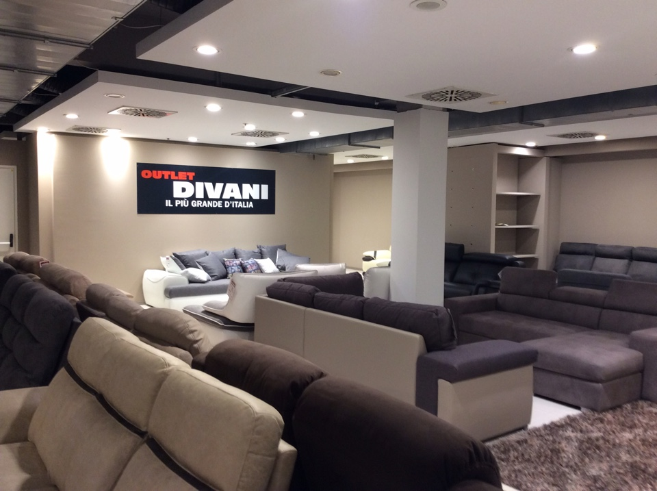 Outlet divani vendita on line good mondo convenienza for Outlet divani lombardia