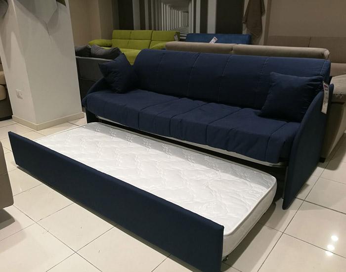 Outlet divani varedo scopri tutti i modelli disponibile for Tessuti arredamento outlet milano